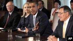 Lion Paneta (desno) na jednom od sastanaka Obaminog kabineta u Beloj kući