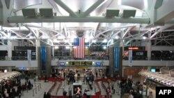 Hai nghi can Mohamed Hamoud Alessa và Carlos Eduardo Almonte bị bắt tại phi trường John F. Kennedy ở New York