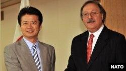 იაპონიის საგარეო საქმეთა მინისტრები კოიჩირო გემბა და გრიგოლ ვაშაძე ტოკიოში