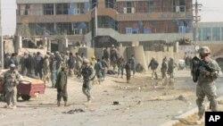 درانفجار شهرقندهار حداقل 3 نفر کشته و 26 تن دیگر زخمی شدند. درمیان زخمی شدگان 16 فرد پولیس و 10 فرد ملکی شامل است.