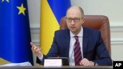 PM UkrainaArseniy Yatsenyuk akan mengajukan pengunduran diri ke parlemen hari Selasa, 12/4 (foto; dok).