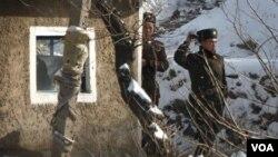Tropas de Corea del Norte en una posta fronteriza.