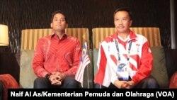 Menteri Pemuda dan Olahraga Indonesia, Imam Nahrawi dan Menteri Belia dan Sukan Malaysia Khairy Jamaluddin dalam konferensi pers untuk menjelaskan kesalahan gambar bendera Indonesia di buku panduan SEA Games 2017.