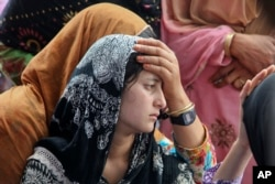 Daughter of Indian civilian Sarpanch Karamat Hussain who was killed in Pakistani shelling mourns at Balakot sector in Poonch, Jammu and Kashmir, India, Aug.16, 2015.