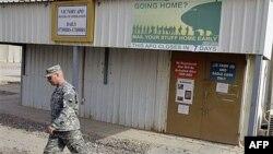 Binh sĩ Mỹ ở Trại Victory gần Baghdad, Iraq, ngày 15 thang 10, 2011