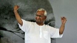 آنّا هزاره فعال اجتماعی که در دهلی نو برای مبارزه با فساد دست به اعتصاب غذا زده است. ۲۷ اوت ۲۰۱۱