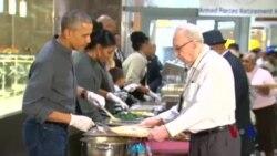 美国庆祝感恩节 奥巴马全家做义工