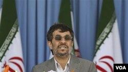 Mahmoud Ahmadinejad dijo que Estados Unidos interfiere rutinariamente en los asuntos de Irán.