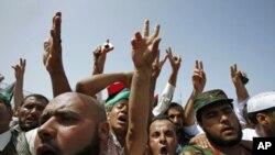 Multidão vitoriosa em Tripoli