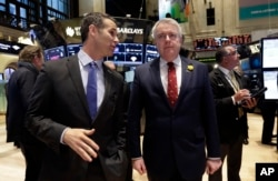 First Minister of the Welsh Government Carwyn Jones, right, visits the trading floor of the New York Stock Exchange with NYSE Vice President Scott Cutler before ringing the opening bell, Feb. 28, 2014.