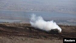 Sebuah tank Israel siaga di Dataran Tinggi Golan dekat perbatasan Suriah yang dikuasai Israel (13/11).