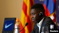 Lors de la présentation d'Ousmane Dembélé à Barcelone, Espagne, le 28 octobre 2017.