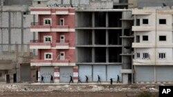 Các chiến binh người Kurd chiến đấu để bảo vệ thị trấn Kobani.