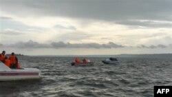 Volga Nehrinde Turist Teknesi Battı