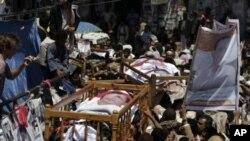 9月25号也门反政府抗议者为在冲突中被政府军打死的死者举行葬礼
