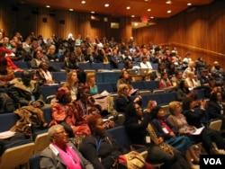 討論會在聯合國總部哈馬紹爾圖書館小劇場舉行(美國之音方冰拍攝)
