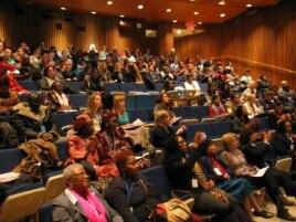讨论会在联合国总部哈马绍尔图书馆小剧场举行 (美国之音方冰拍摄)