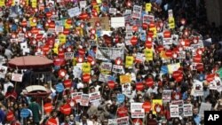 Geçen yıl İstanbul'da hükümetin İnternet'i filtreleme planlarını protesto eden bir grup