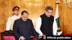 وزیراعظم شاہد خاقان عباسی نے منگل شب ایوان صدر میں حلف لیا