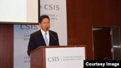 Bộ trưởng Thương Mại Campuchia Sun Chanthol đọc bài phát biểu về 'Cải cách kinh tế ở Campuchia' tại Trung tâm Nghiên cứu Chiến lược và Quốc tế (CSIS) ở Washington, ngày 23/6/2014.