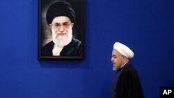 آیت الله خامنهای تهدید کرده است که در صورت سرپیچی امریکا از تعهداتاش ایران به توافقنامۀ هستهای آتش خواهد زد