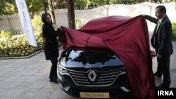 مراسم رونمایی از یک مدل جدید خودروی شرکت «رنو» در تهران - مهر ۱۳۹۵