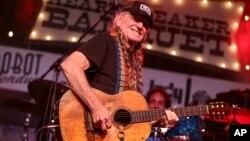 Willie Nelson producirá no solo canciones sino también marihuana.