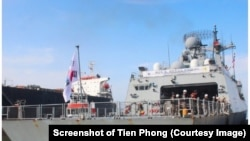 Tàu khu trục của hài quân Hàn Quốc cập cảng Tiên Sa ở Đà Nẵng hôm 11/9. (Ảnh chụp màn hình Tiền Phong)