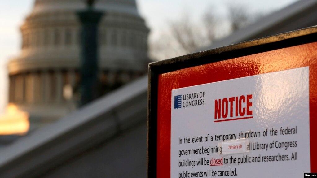 Një tabelë njofton mbylljen e Librarisë së Kongresit, pas fillimit të mbylljes së pjesshme të qeverisë federale