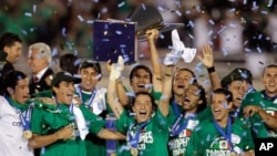 Members of the Mexico team celebrate a 4-2 win against the United States in the CONCACAF Gold Cup soccer final at the Rose Bowl in Pasadena, California, June 25, 2011