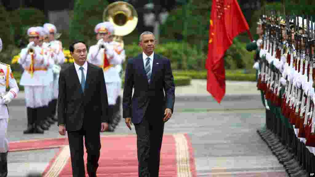 Le président américain Barack Obama et le président vietnamien Tran Dai Quang au Palais présidentiel à Hanoi, au Vietnam, le 23 mai 2016.