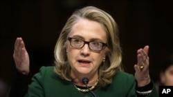 Ngoại trưởng Hoa Kỳ Hillary Clinton ra điều trần trước Ủy ban Ðối ngoại Thượng viện về vụ tấn công ở Benghazi.
