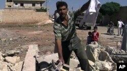 Bạo động ở Syria đã trở nên tàn bạo và ghê rợn hơn, nhưng phe nổi dậy khó chuyển hình ảnh và thông tin ra nước ngoài vì internet bị cắt.