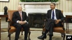 Presiden Barack Obama bersama Presiden Tunisia Beji Caid Essebsi (saat itu masih menjabat sebagai Perdana Menteri), dalam kunjungan kenegaraannya ke Gedung Putih, Washington, 7 Oktober 2011 (Foto: dok).