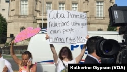 Protestors outside Cuban Embassy in Washington, D.C. before the official opening, July 20, 2015. (Photo: Katherine Gypson / VOA)