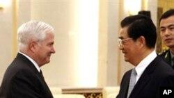 후진타오 중국 주석을 예방하는 게이츠 장관