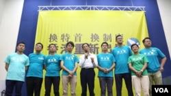 民主黨舉行催票大會創黨主席李柱銘(中)到場支持 (香港民主黨圖片)