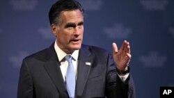 El candidato republicano a la presidencia, Mitt Romney, defiende la tesis contraria a lo que dice el estudio.