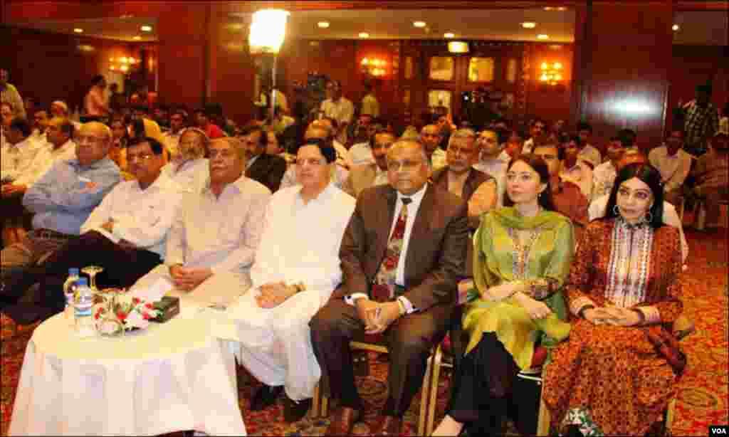 محکمہ ثقافت سندھ کی جانب سے منعقدہ تقریب میں وزیر ثقافتی امور شرمیلا فاروقی اور کمشنر کراچی موجود