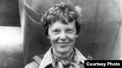 ارهارت به عنوان نخستین زنی که پرواز تک نفره را در عرض اقیانوس اطلس انجام داد