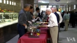 感恩节前夕奥巴马总统率全家做义工