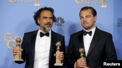 Director Alejandro Gonzalez Inarritu and actor Leonardo DiCaprio pose with their Golden Globe Awards in Beverly Hills, California