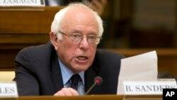 Ứng cử viên tổng thống của đảng Dân chủ, Thượng nghị sĩ Bernie Sanders, phát biểu tại một hội nghị kỷ niệm 25 năm ngày 'Centesimus Annus' ở Vatican, ngày 15 tháng Tư năm 2016.