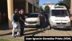 El exvicepresidente argentino Amado Boudou (centro) fue arrestado en Buenos Aires, Argentina, el viernes, 3 de noviembre de 2017.