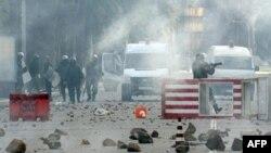 Theo số liệu không chính thức số người chết trong các vụ bạo động có thể lên tới 100