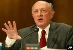 آقای وولسی در سالهای ۱۹۹۳ تا ۱۹۹۵ در دولت کلینتون رئیس سازمان اطلاعات مرکزی آمریکا بود.