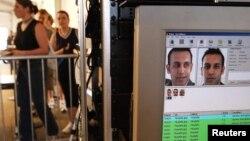 2002年5月25日面部識別技術被用於篩選美國紐約曼哈頓自由島自由女神像訪問者。