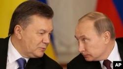Tổng thống Nga Vladimir Putin và Tổng thống Ukraina Viktor Yanukovych tại Moscow, ngày 17/12/2013.