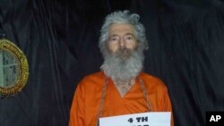 Foto Robert Levinson ini diterima oleh keluarganya bulan April 2011 (Foto: dok). Levinson, mantan agen FBI dilaporkan menghilang bulan Maret 2007 saat mengunjungi pulau Kish di Iran.
