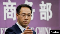 中國商務部發言人高峰2018年4月6日主持例行記者會(路透社)